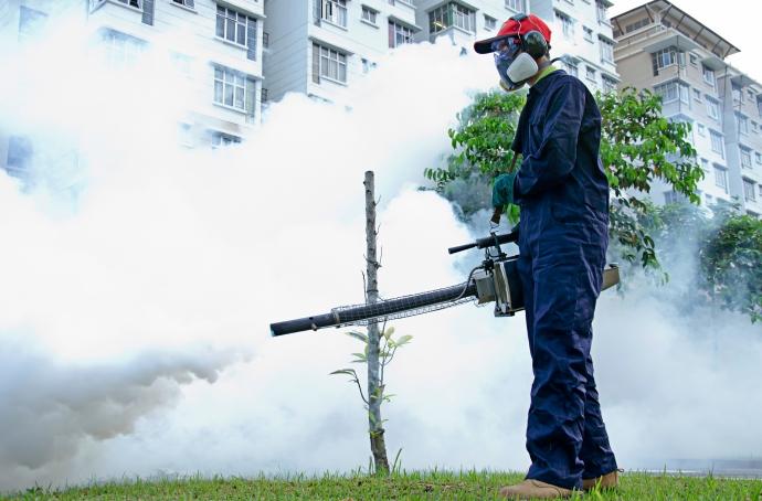 Phun thuốc diệt muỗi quận Long Biên